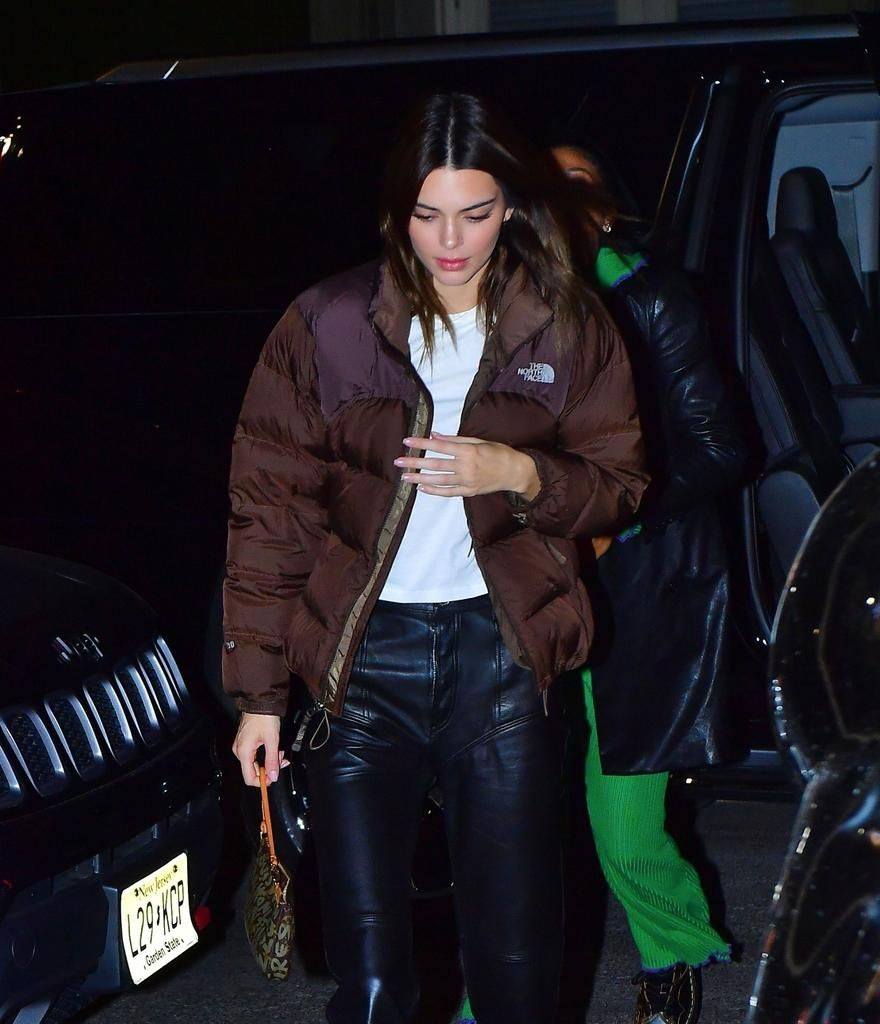Kendall Jenner Media On Twitter North Face Puffer Jacket North Face Jacket Brown Jacket [ 1024 x 880 Pixel ]