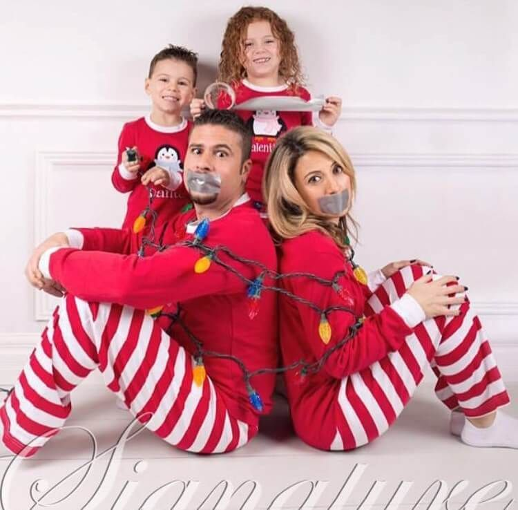 How to nail family Christmas photo? Fun photoshoot ideas | allthestufficareabout.com