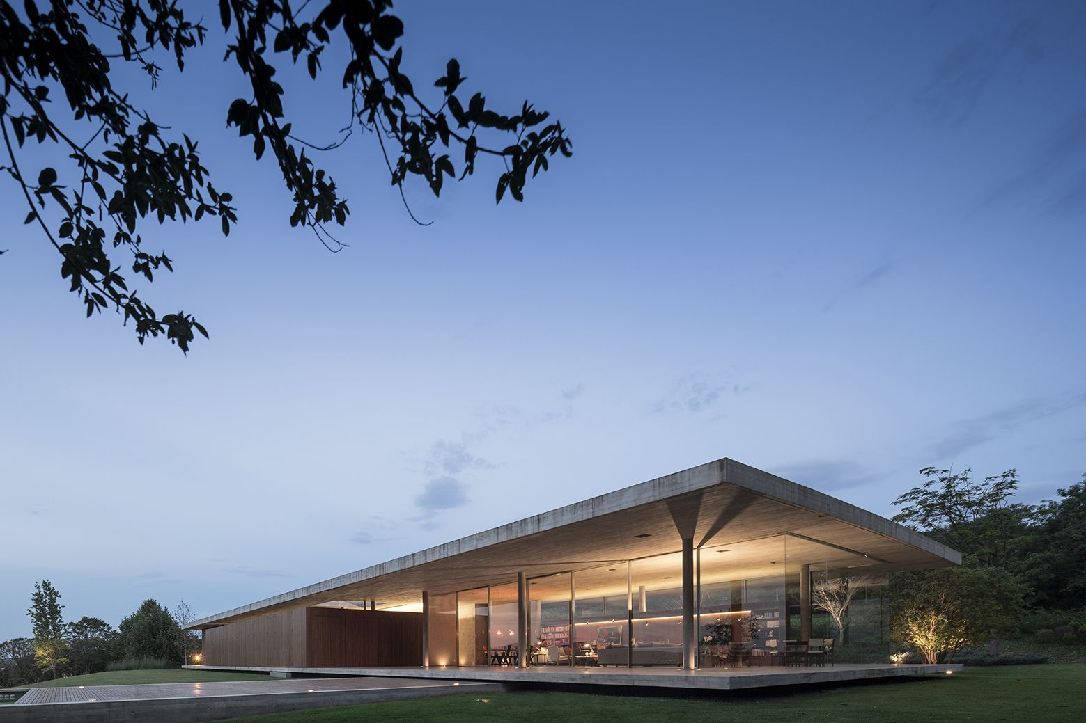Open layout house concept by studio mk27 - Casa Redux Studiomk27 Marcio Kogan Samanta Cafardo