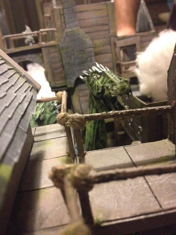 Il villaggio era in fiamme ed il mostro spargeva sangue e terrore....