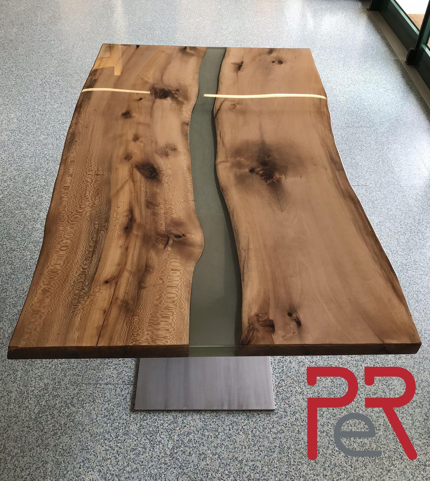 Tavolo in legno massello e resina. Solid wood and resin table. | P e ...