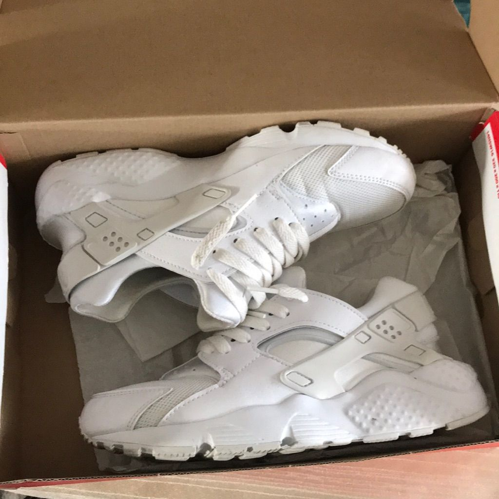 White nike huaraches size 5.5 kids 6.5 womens in 2020