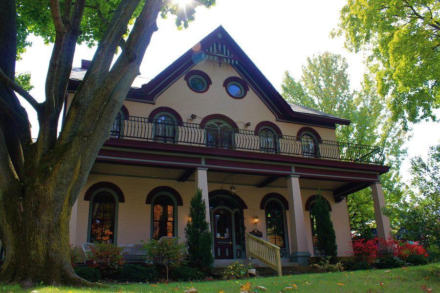 Harmony Inn Ghost Tour House Styles Glass House