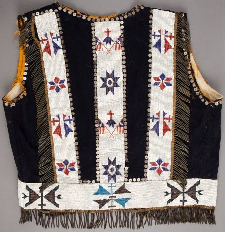 50152: AN OSAGE PICTORIAL BEADED CLOTH VEST c. 1910 on | Indianerin
