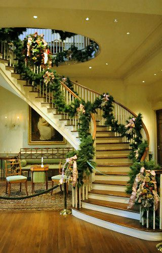 Pretty. I want a staircase like this. lol.