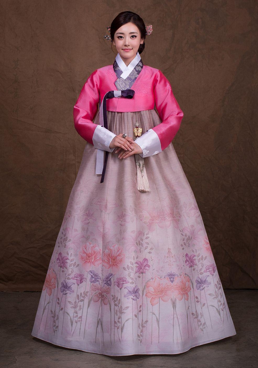 Korean Traditional Dress in 2019 Hanbok wedding, Korean