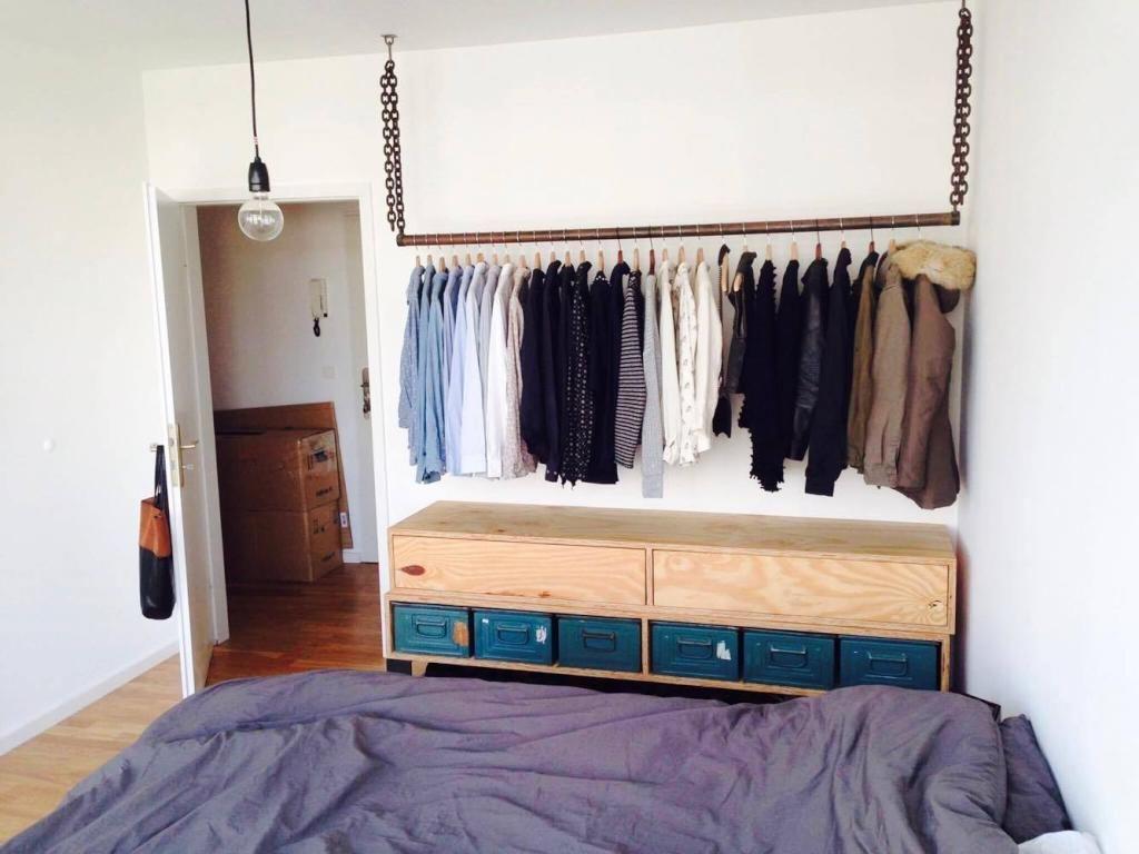 Kleidung Aufbewahren diy kleiderstange fürs schlafzimmer diy kleiderstange kleidung