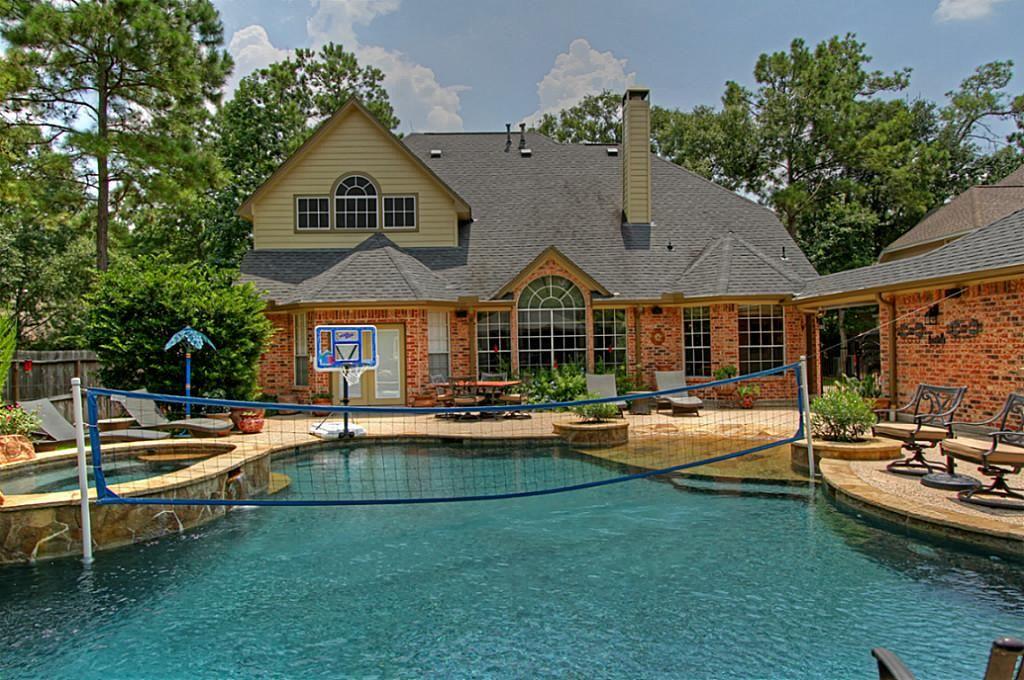 23 Flatcreek Pl The Woodlands Tx 77381 Backyard Oasis House Styles Mansions