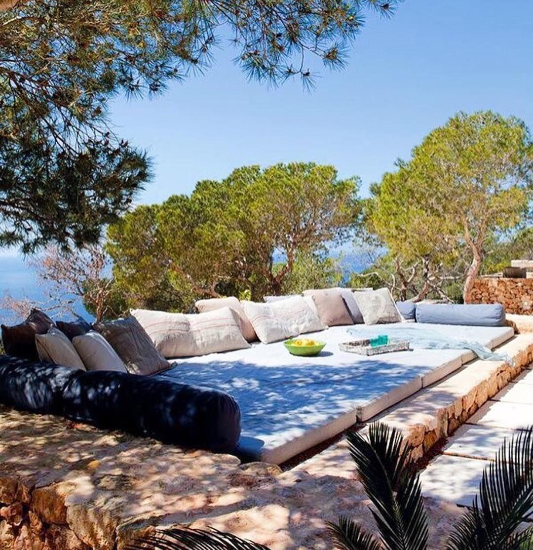 Yes please!   Skulle gjerne hatt en slik i hagen! Og det været!   Credit: @proquinta #onetofollow by franciskasvakreverden