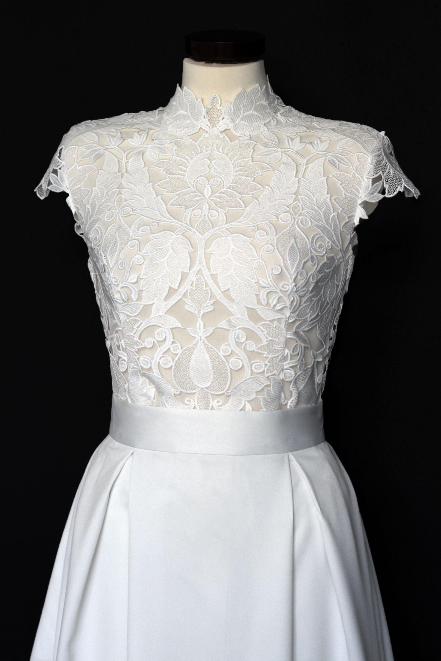 eb4ada30d9e0 Svatební+šaty+z+tlustší+krajky+so+skládaná+sukně+Svadobné+šaty+sú+z+ ...