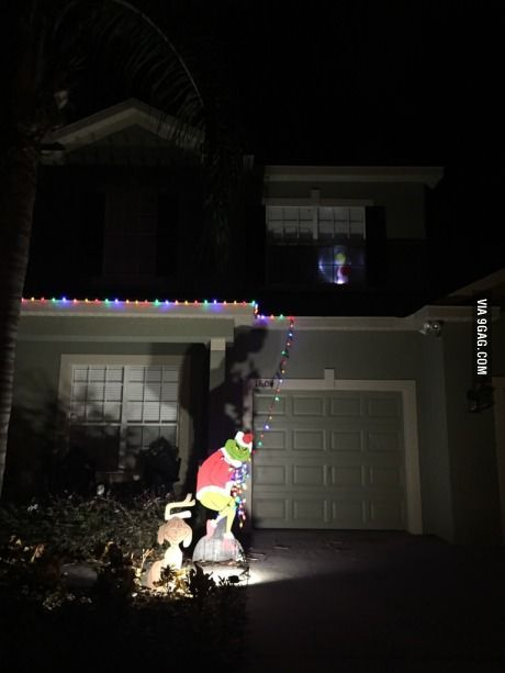When you're too lazy to not put up all your Christmas lights - When You're Too Lazy To Not Put Up All Your Christmas Lights Humor