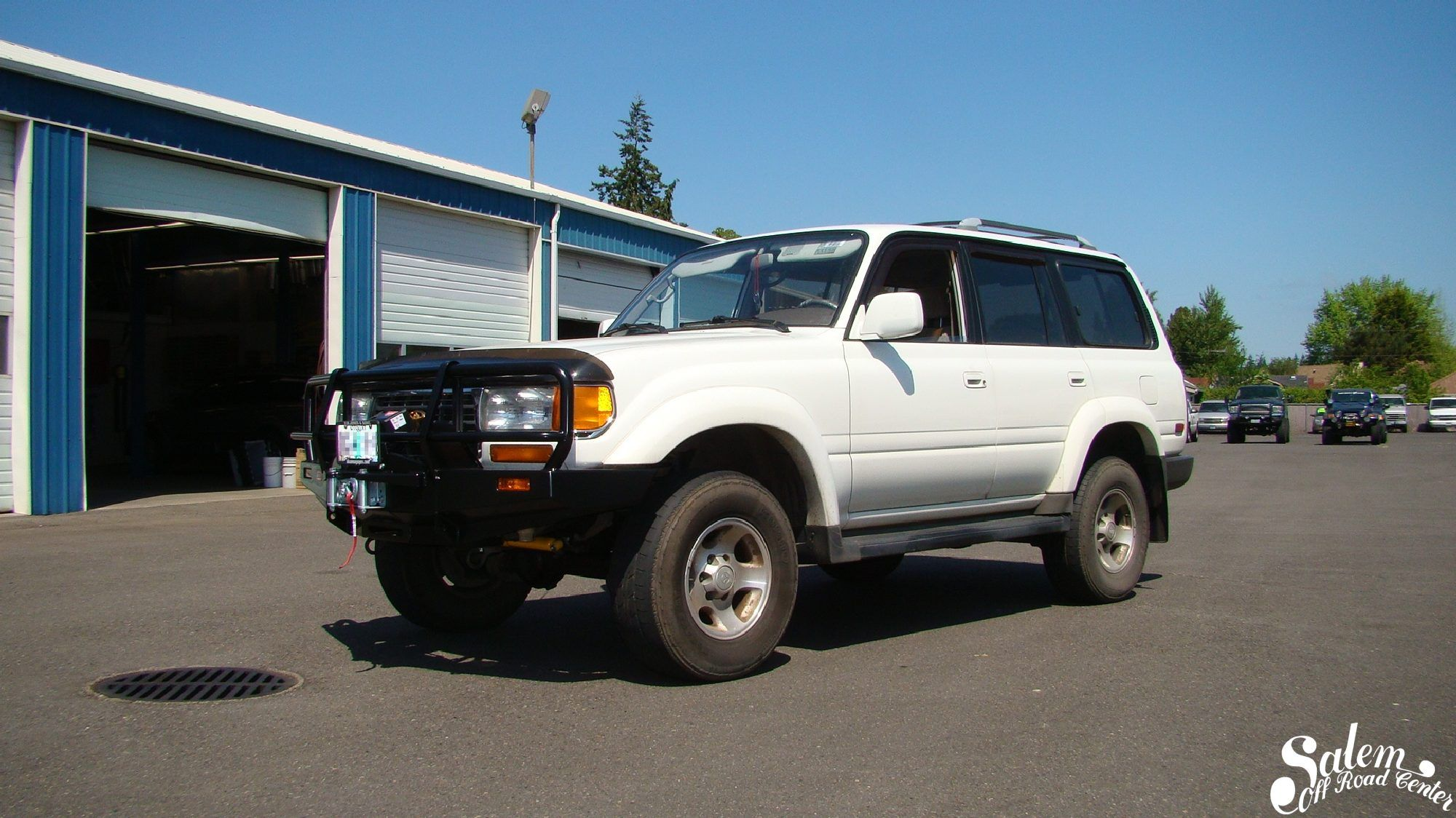 On this 1995 toyota 80 series land cruiser we installed an arb 4x4 accessories bumper with