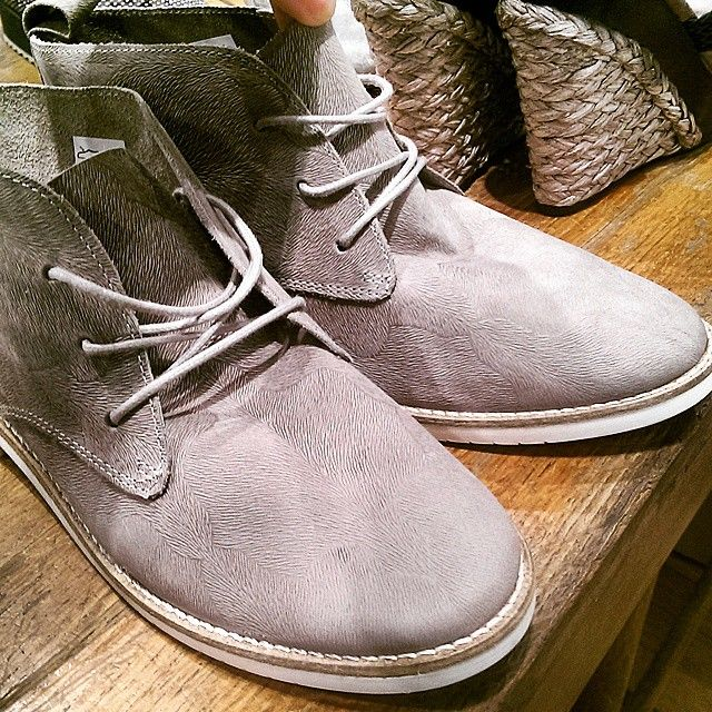 Street Style / Bullboxer Shoes From @cozas_shoes