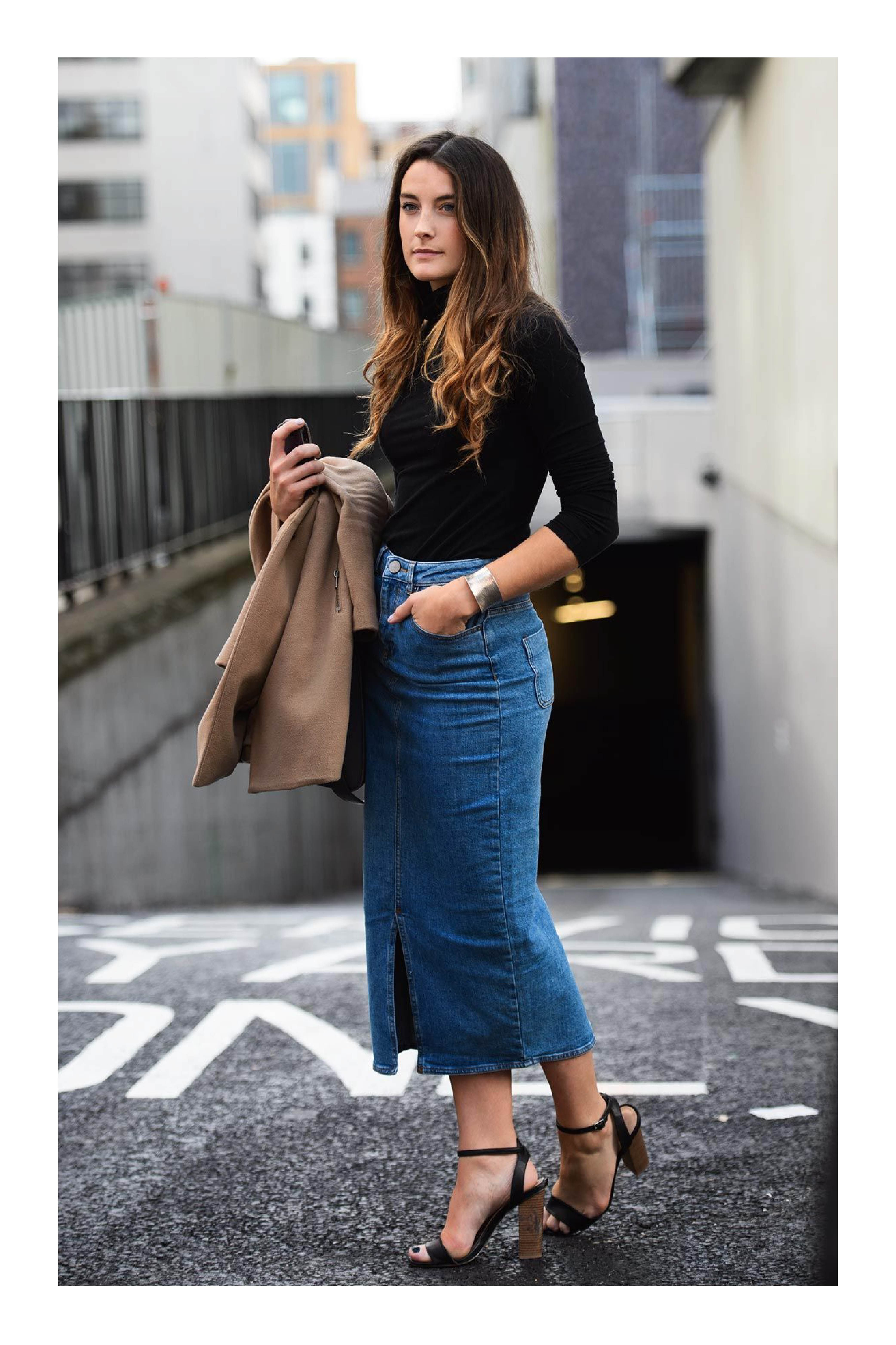 Tipos de calzado que necesitas en tu armario para combinar cualquier outfit   TiZKKAmoda  blusa  negro  falda  denim  mezclilla  zapatillas  look   fashion 07dc0924f7a7