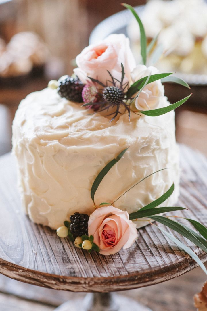 Simple Wedding Cake decorated with fresh flowers | fabmood.com #wedding #rusticwedding #bridestyle #ido #engaged