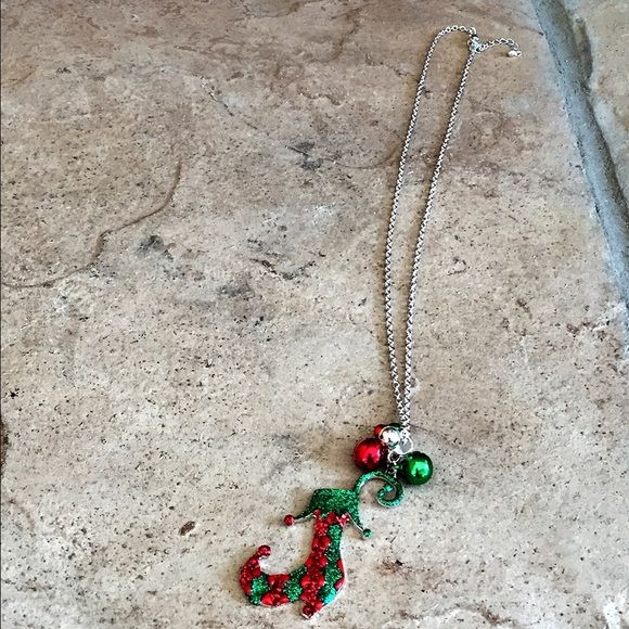 Glitter Shoe Necklace ☃Holiday Gift Idea☃ Glitter Shoe Necklace With Silver Accent. Smoke free home ❌No trades, holds, or PayPal I'm Now On Instagram! @caligirlinmnposh Jewelry Necklaces