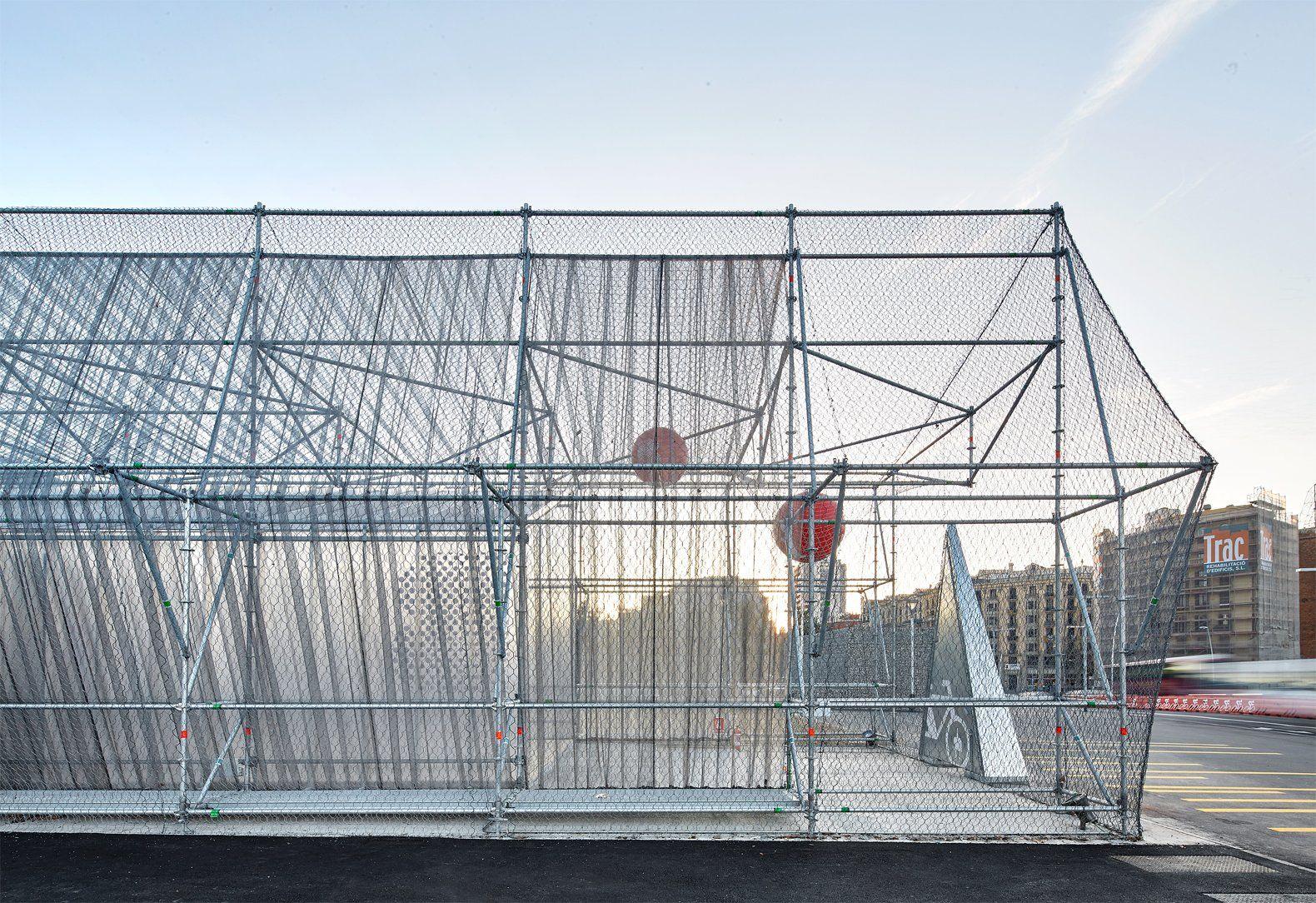 Un andamio para un equipamiento ef mero por peris toral - Despachos de arquitectura en barcelona ...