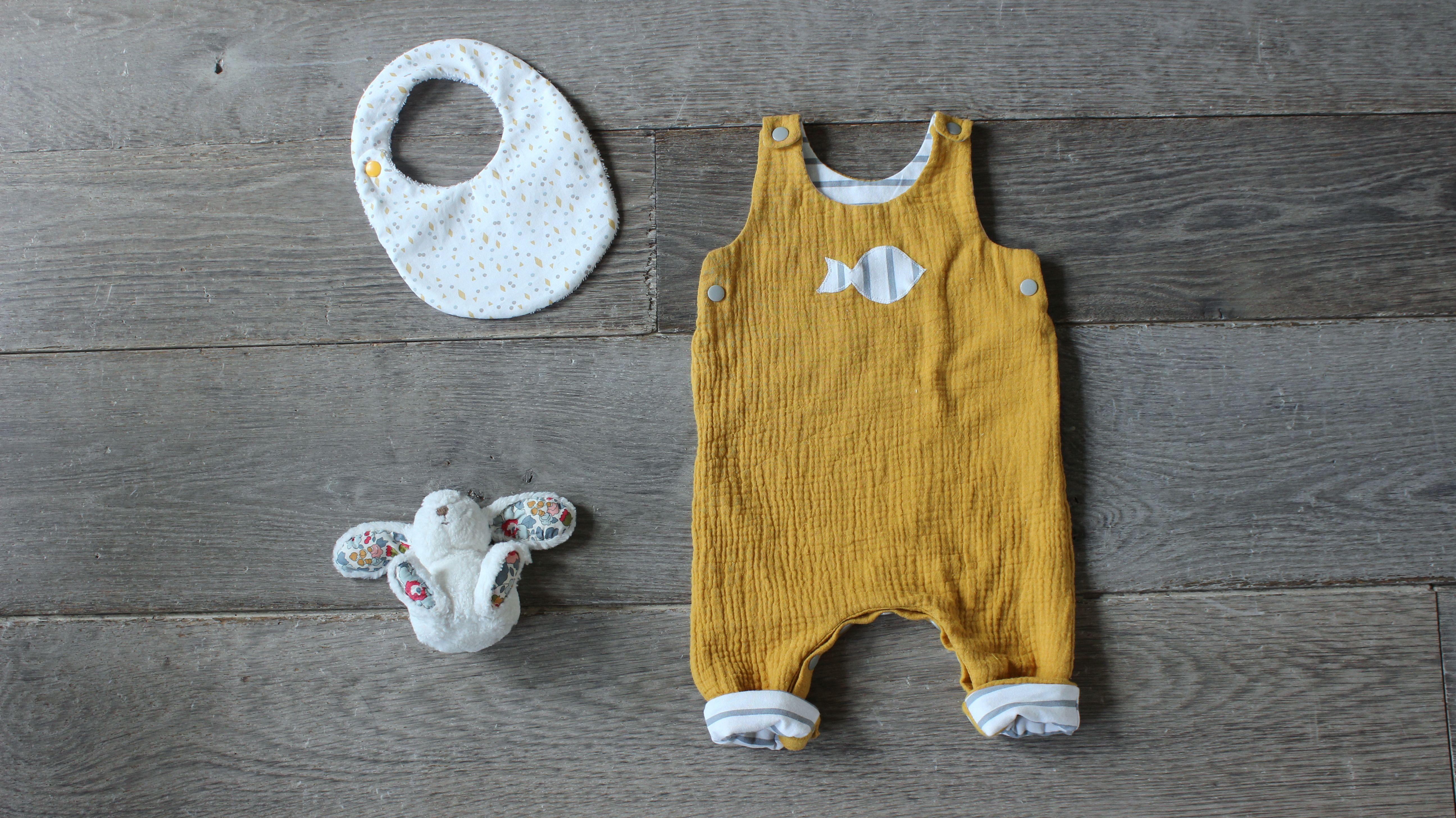 d1b0d900e1386 salopette bébé en double gaze moutarde
