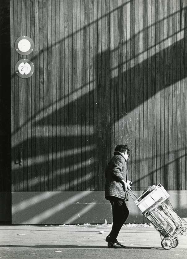 Ivan Farkas, Etude d'ombre aux Halles de Rungis, Circa 1960, 24 x 30 cm.