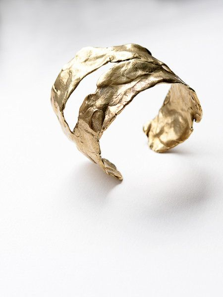 Organic, one of a kind, hand formed brass cuff #contemporaryjewellery #contemporaryjewelry #handcrafted #bracelet #cuff #MichelleRoss #mnross #slowfashion #LagomCollection #oneofakind #lostwaxcasting
