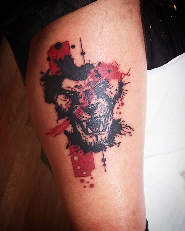 kr l zv at lion ink tattoo blackandred trashpolka trash polka pinterest lions. Black Bedroom Furniture Sets. Home Design Ideas