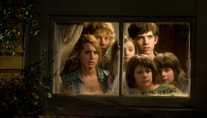 L To R Ashley Tisdale Austin Robert Butler Ashley Boettcher Henri Young Carter Jenkins And Regan Young In The Scene Of Alie Favorite Character Alien Photo