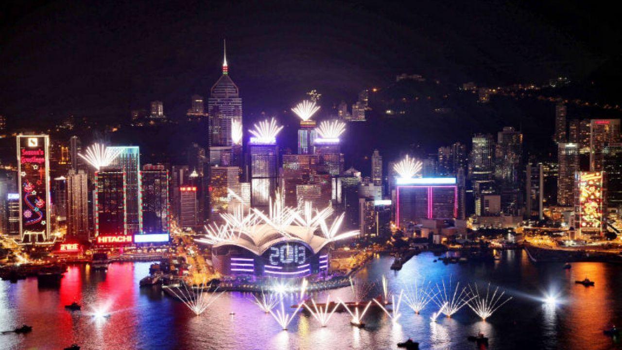 أين تقع مدينة هونج كونج New Year S Eve Around The World New Year Fireworks Discover Hong Kong