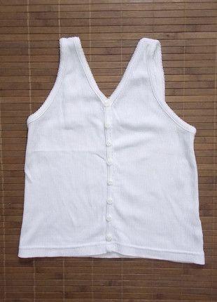 bb52f5a9875 À vendre sur  vintedfrance ! http   www.vinted .fr mode-enfants filles-chemises-et-t-shirts 24024530-debardeur-blanc-uni -fille-4-ans