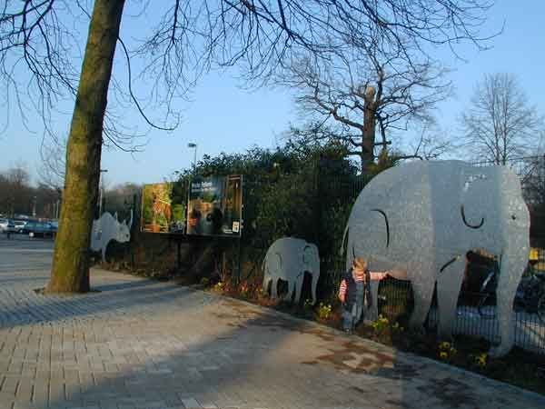 Zoo Hannover GmbH Eingangsanlage mit Tierkonturen Zoo