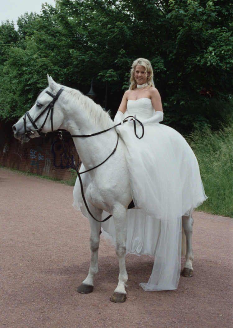 Fotos Mit Hochzeitskleid Am Pferd Hochzeitsfoto Pferd Hochzeitsfotografie Ideen Hochzeit