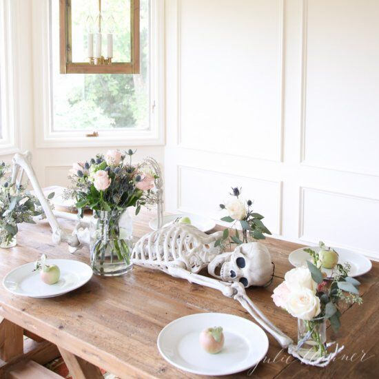 Easy and festive Halloween table setting in 20 minutes Day of the - pinterest halloween decor ideas