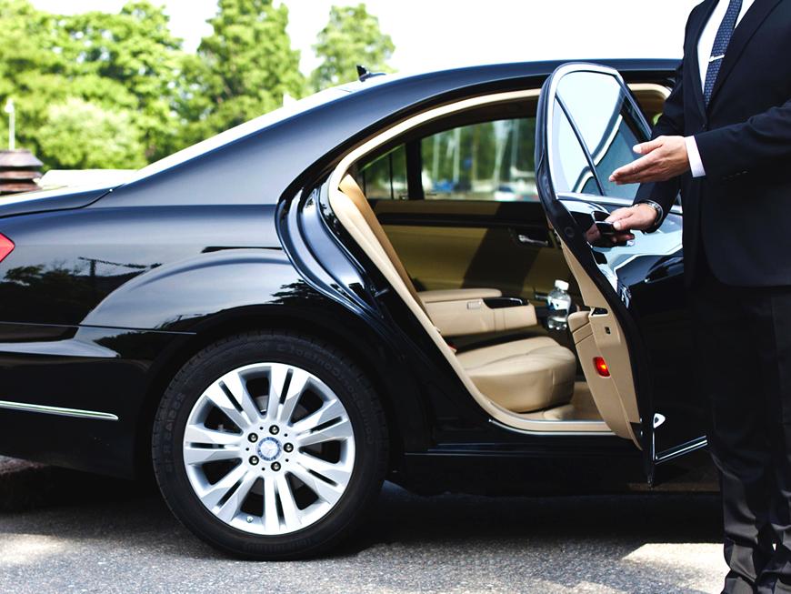 Bodrumdatransfer.com olarak siz değerli müşterilerimize rekabetçi fiyatlarla günün 24 saati, yılın 365 günü tüm destinasyonların şehir içi ve şehirlerarası yollarına hakim, takım elbiseli, profesyonel ve güler yüzlü sürücü ekibimizin eşliğinde yeni, kaliteli ve klimalı size özel araçlarımızla zamanında güvenli transfer hizmetleri veriyoruz.