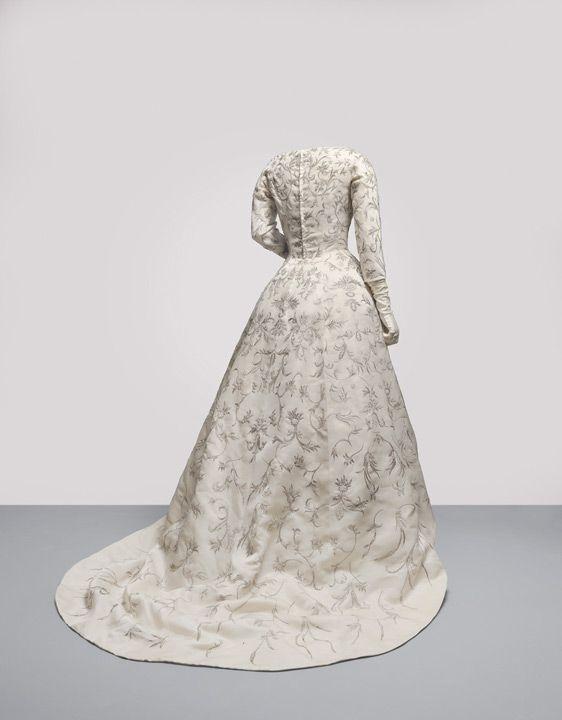 balenciaga el vestido de novia en shantung de marfil que balenciaga