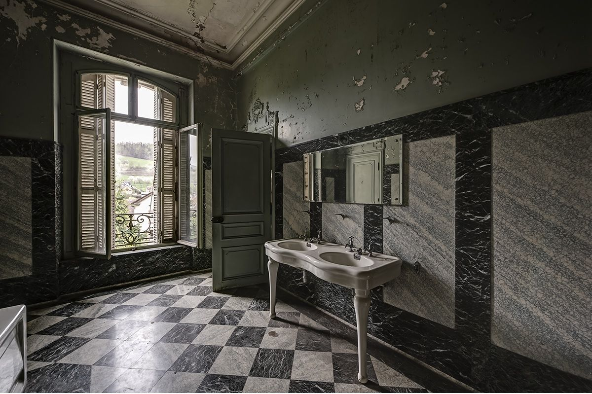 abandoned bathroom | Abandoned | Pinterest