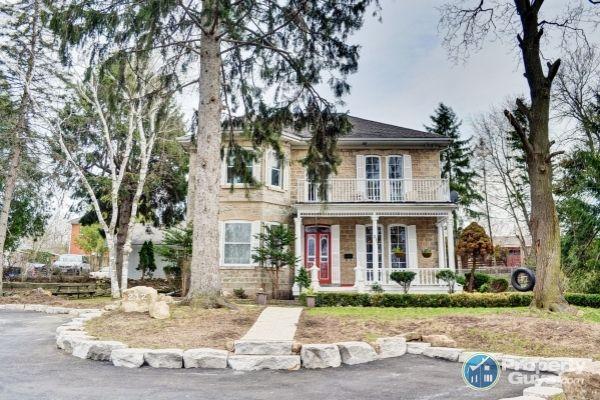Private Sale: 212 Queen St E, Cambridge, Ontario - PropertyGuys.com