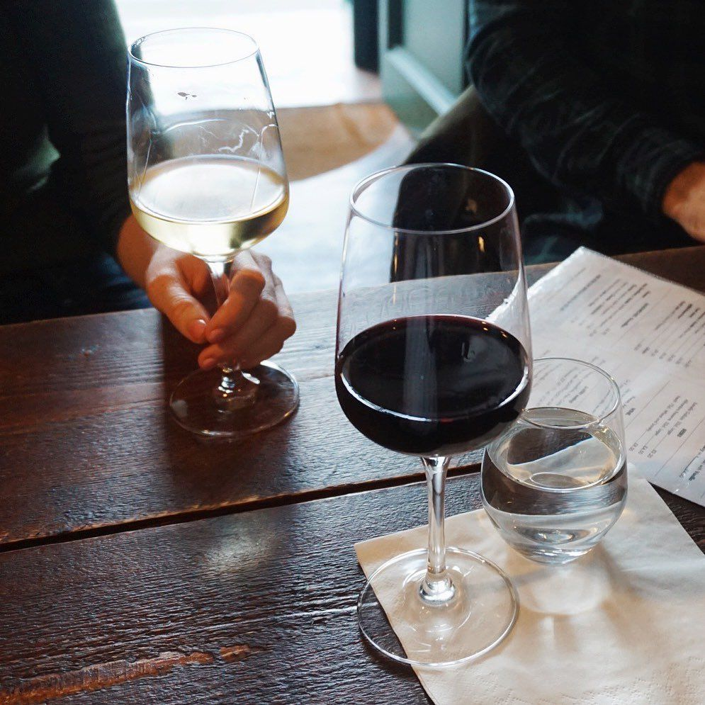 Today's chilly weather has us reminiscing about our trips to Edinburgh and our favorite wine shops! ✈️🍷We have linked our Wine Lovers Guide to Edinburgh post (link in bio) for those of you dreaming or planning a trip to Edinburgh! • • • #adventure #uk #visitscotland #travel #travelblog #travelblogger #scotland #hotel #wine #wino #edinburgh #visitedinburgh #thisisedinburgh #edinphoto #travelguide #traveltips #sisters #sisterbloggers #rvablogger
