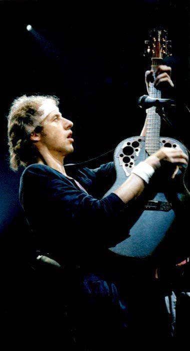 Famous Ovation Guitars Players / Mark Knopfler