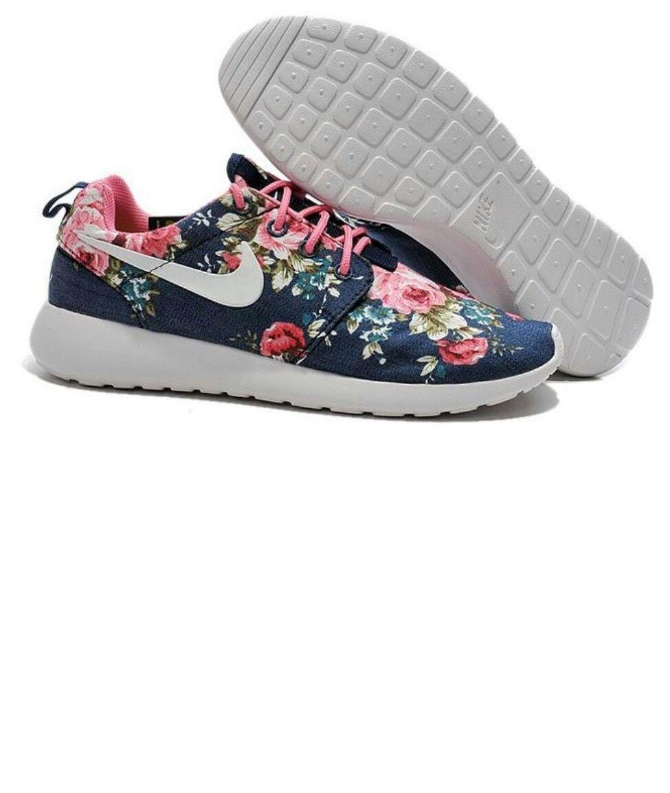 Nike Roschwans Mit Blumen Muster Nike Schuhe Gunstig Nike Roshe One Turnschuhe Nike