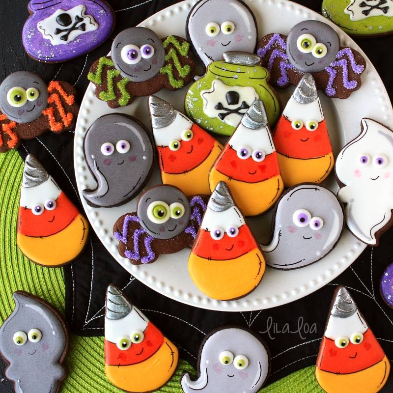 Use this cookie decorating tutorial to learn how to make cute unicorn candy corn cookies for Halloween! #halloweencookiesdecorated