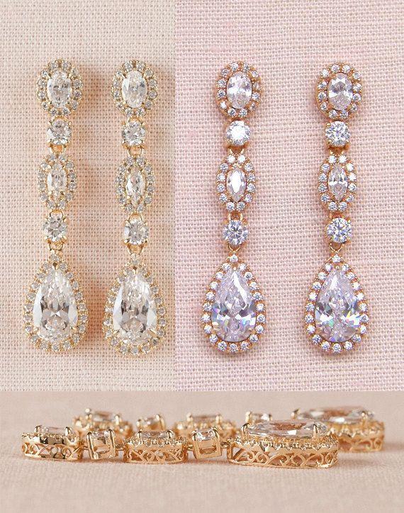 Die Marisa Jewelry wurde exklusiv für CrystalAvenues von CrystalAvenues gestaltet Ich habe diese Ohrringe mit Kristallen in wunderschön detaillierte Einstellungen gesetzt. Die traditionelle Stil dieser Stücke entspricht zeitlose Eleganz! Ich habe dieses exquisite Kristallarmband und
