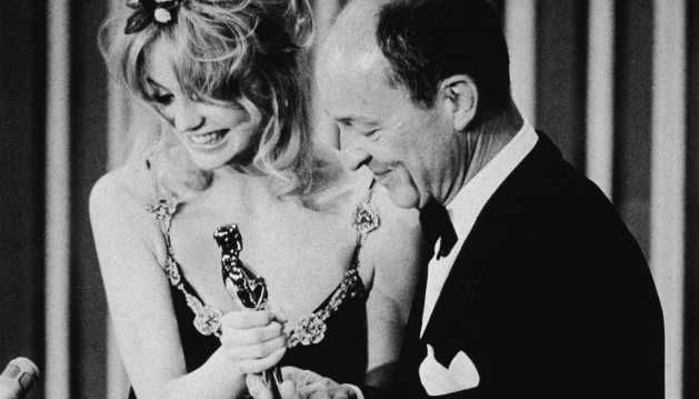 Image result for goldie hawn presents best actor oscar 1971