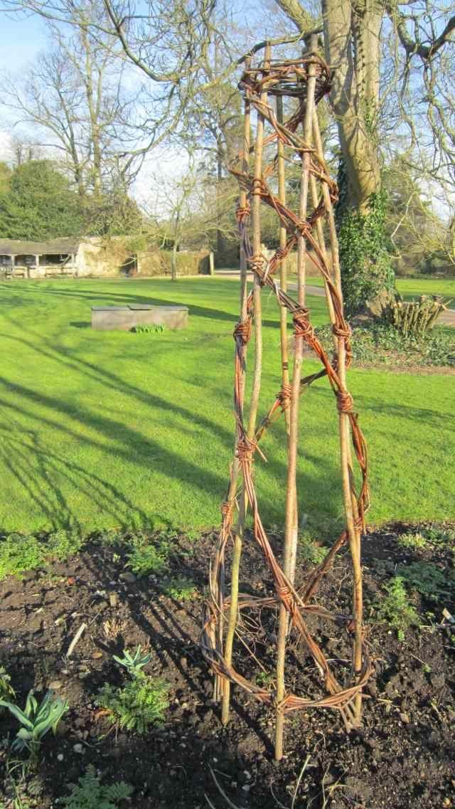 rankgitter klettergerüst für pflanzen-im garten-aus weidenruten ...