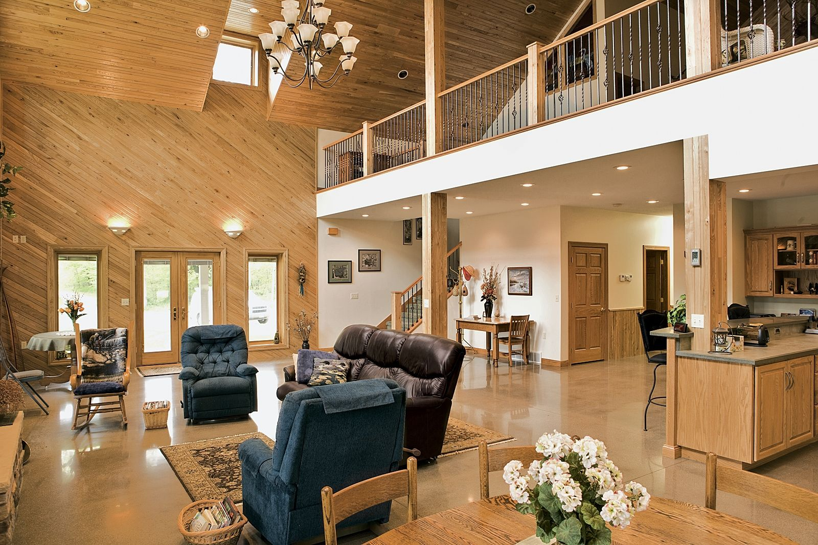 Pole barn home interior photos morton pole barn houses for Pole barn interior ideas