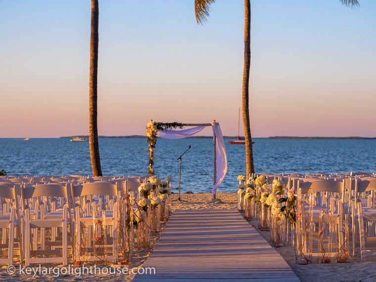 This Bride Created A Valentine S Day Wedding That Combined Beach With Traditional Elegance At The Florida Keyskey