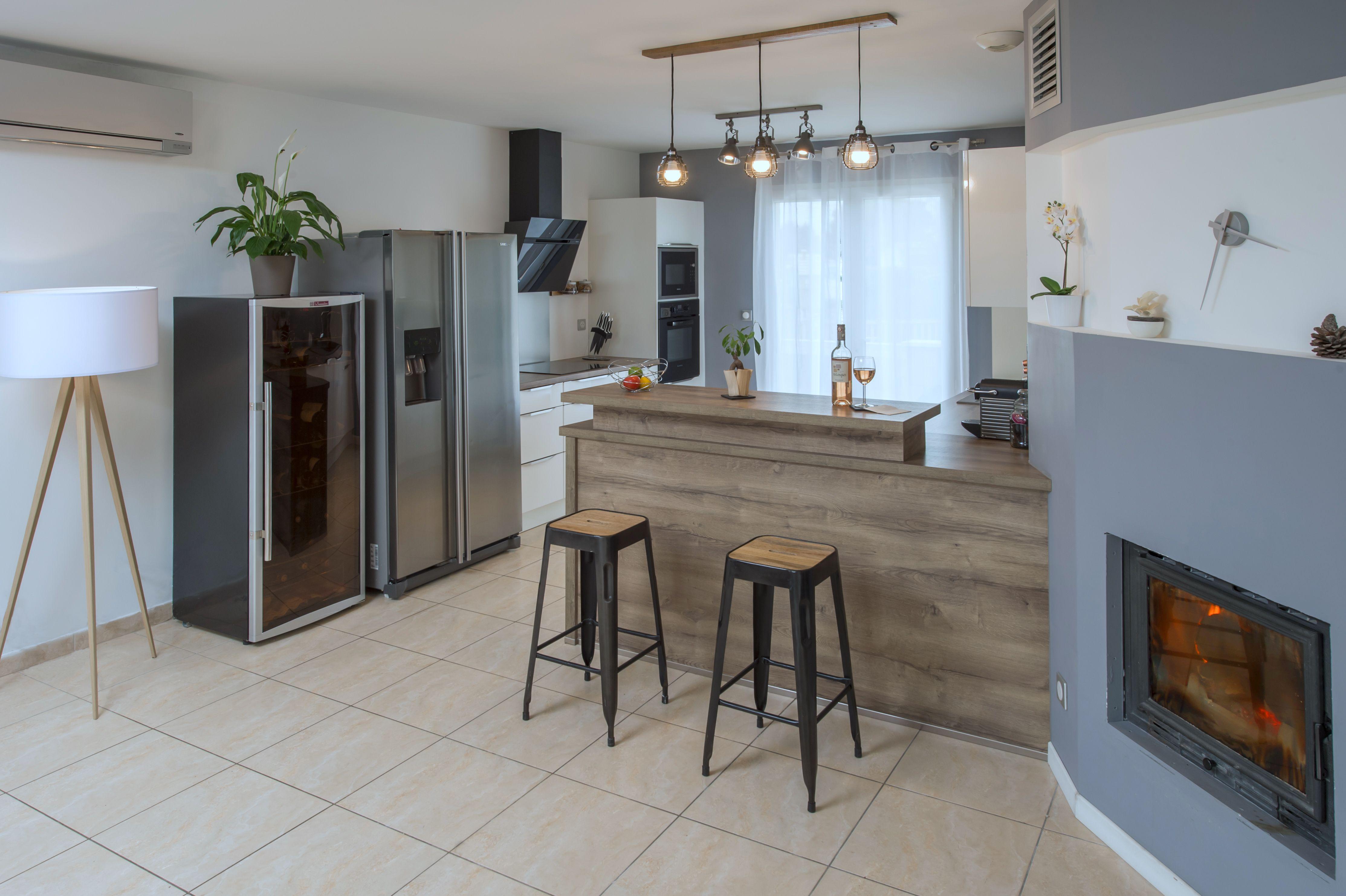 r novation et d coration int rieure cuisine bar chemin e coffrage bois gris industriel chic. Black Bedroom Furniture Sets. Home Design Ideas