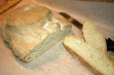 Le pain alentejano est faite avec de la levure aigre. La croûte du pain doit être rigide et épaisse, avec le noyau compact. N'hésitez pas à essayer ce pain!