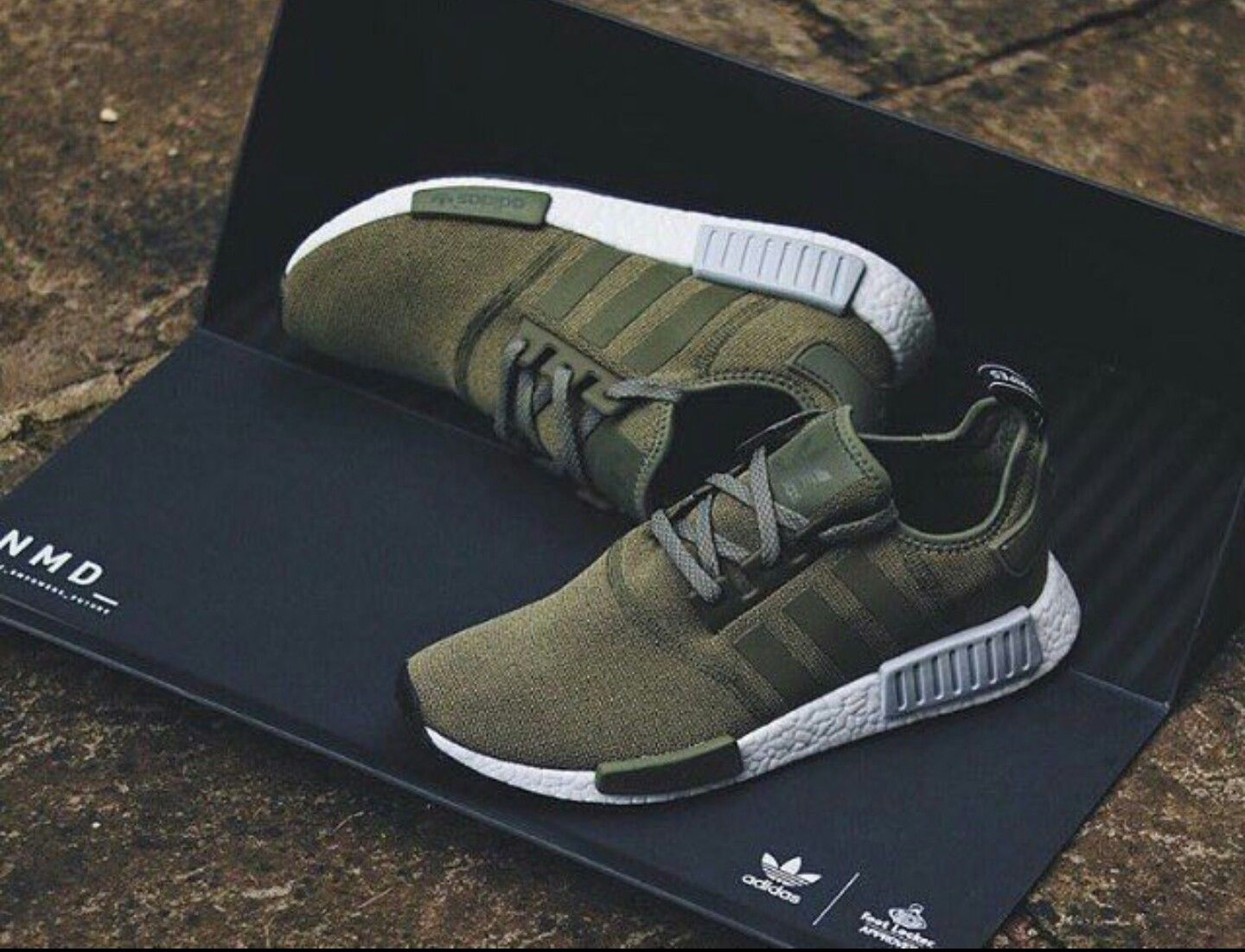 premium selection 0d730 90234 Olive green Adidas.