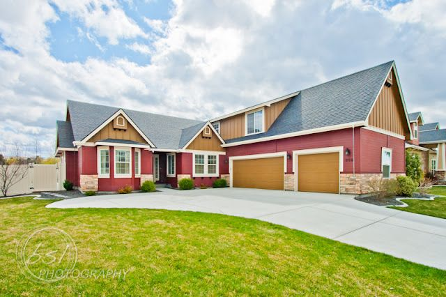 Here is a great home listed by Graham MacKenzie of Keller Williams Realty.  The home is at 996 N Shadowridge Ave, Eagle, ID 83616.  This home is on a larger corner lot and has some great upgrades inside.  Definitely worth seeing.