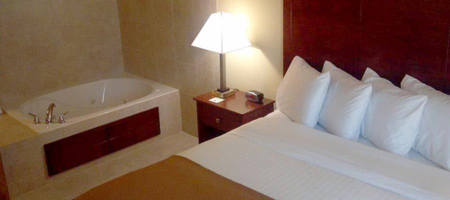 Cobblestone Hotel And Suites Knoxville Ia King Whirlpool Suite Http Www Staycobblestone