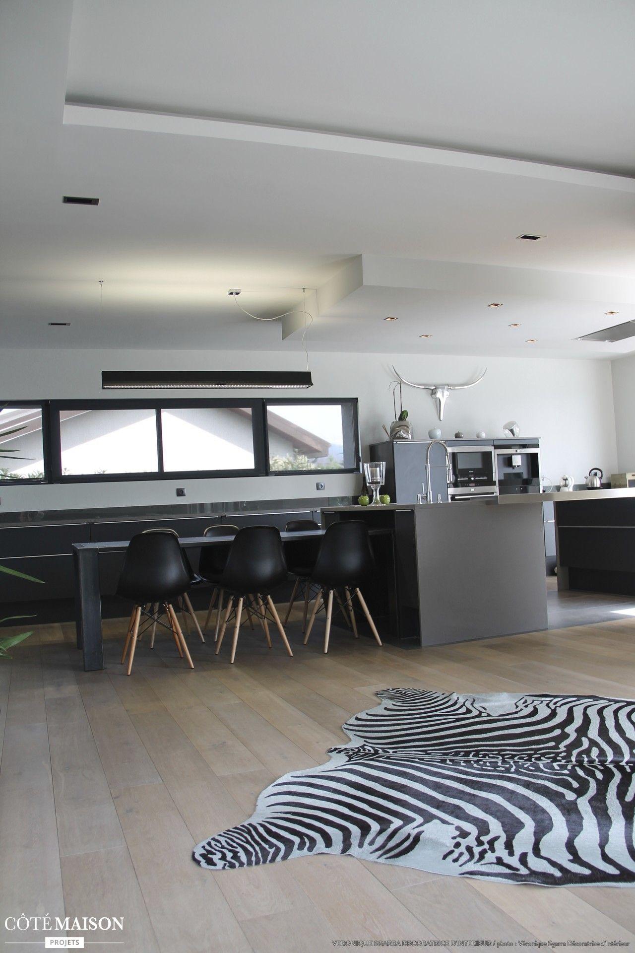 Déco d'un salon contemporain chaleureux, Véronique Sgarra - Côté Maison   Interieur maison ...